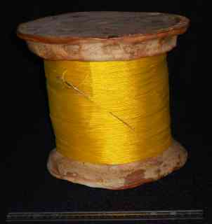 Sewing box in the form of a spool